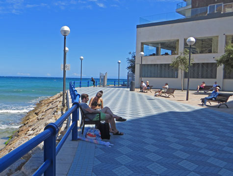 Relaxation on the Alicante Beachfront